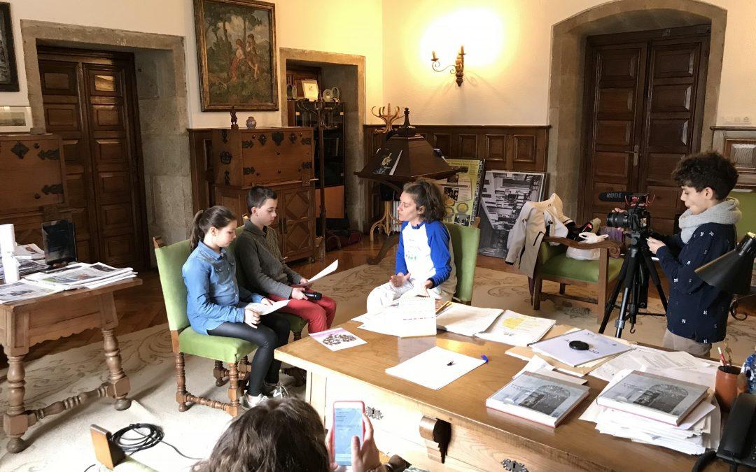 Entrevistada dos alumnos del IES Rosalía de Castro a Raquel Freiría de APACA